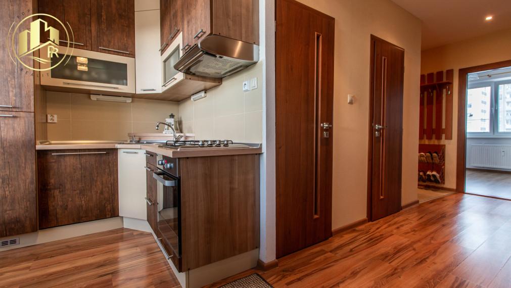 PREDANÉ !! Kompletne zariadený 3 izbový byt s balkónom na predaj